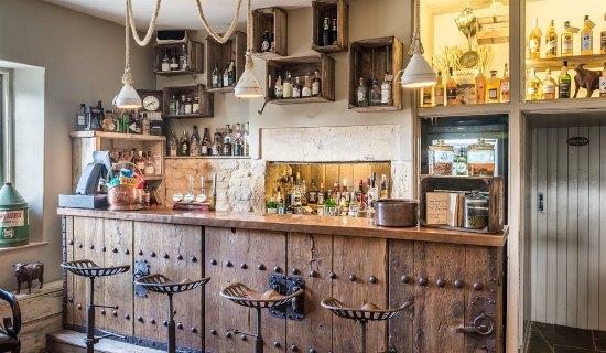 Bradford-on-Avon, UK: Gin Bar