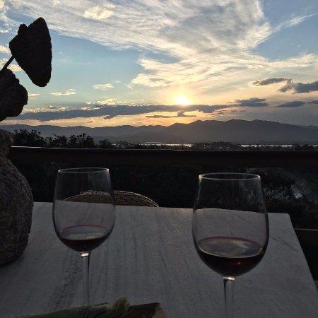 Pousada Casa do Ceo: O vinho fomos nós que levamos.