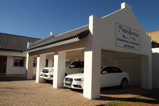 Potchefstroom, South Africa: Undercover parking.