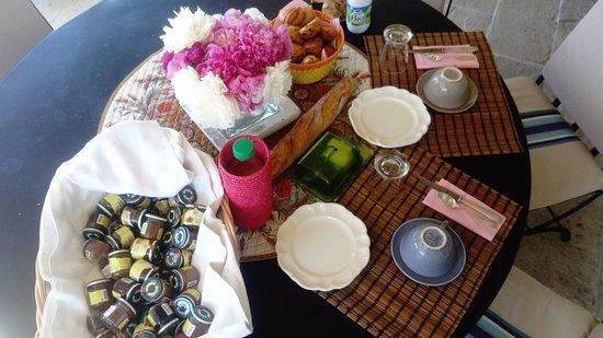 Рокбарон, Франция: Un petit déjeuner copieux et raffiné