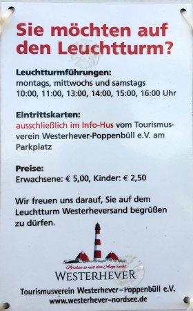 Leuchtturm Westerheversand: Hinweisschild am Leuchtturm...
