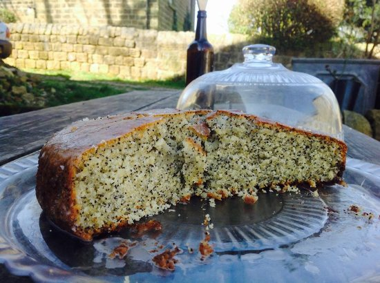 Otley, UK: Lemon and poppy seed cake 💚