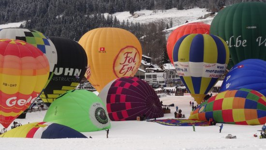 Chateau-d'Oex, Switzerland: Massenstart am Ballon Festival, Chateau d'Oex