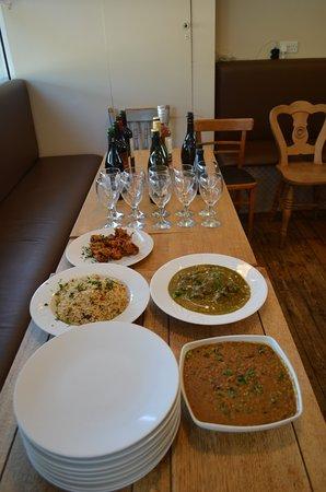 Urmston, UK: Indian wine night