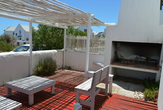 Paternoster, جنوب أفريقيا: Self Cater Patio and barbeque area