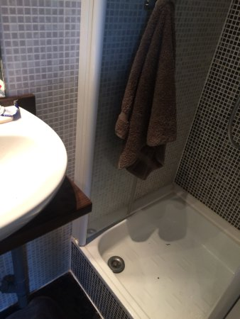 Kanai Hotel : WC, ridiculously small
