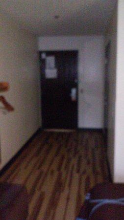Hagerstown, MD: Laminate flooring in room