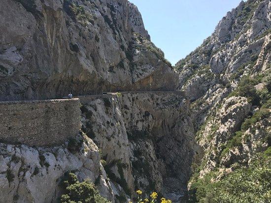 Gorges de Galamus: De weg met de kloof (richting zuiden)