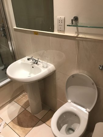 Scotland's Hotel & Spa: poor and not functional bathroom