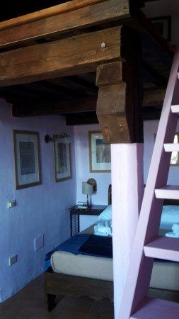 camera con soppalco - Picture of Hotel della Fortezza, Sorano ...