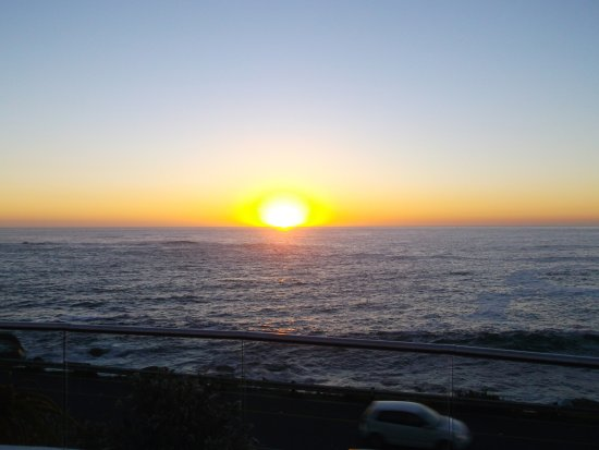 The Twelve Apostles Hotel and Spa: Sunset from the Azure Restaurant