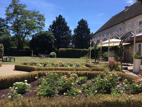 Hotel le Clos : Lovely garden for relaxing.