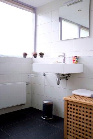 badkamer met inloopdouche - Foto van Bed & Breakfast Ommekamp, Ansen ...