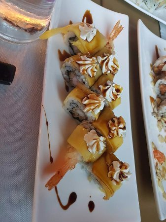 Corsico, Italy: uramaki con mango e gamberi