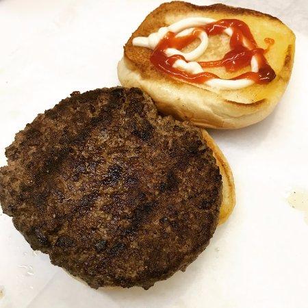 สกอตส์โบโร, อลาบาม่า: Sometimes, simple is better. Our cooked to order burgers are the best in the area.
