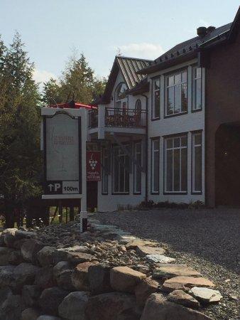Dunham, Kanada: Bâtiment principal