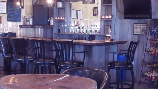 Sparta, KY: Bar area of Neeley Family Distillery
