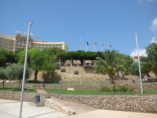 Amfiteatre: aménagement face à l'amphithéâtre romain