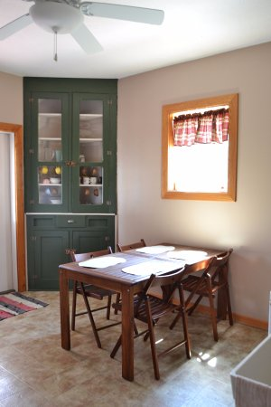 Rockwood, PA: Shared Kitchen and Dining Area