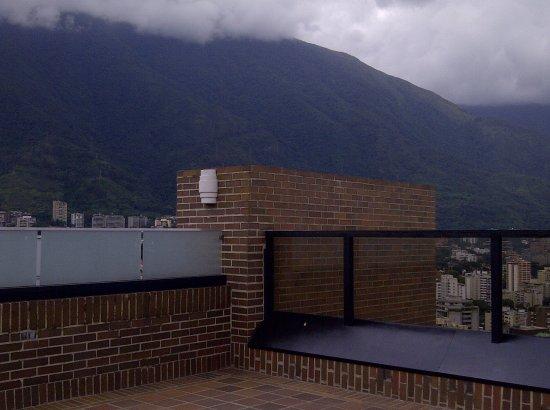 Renaissance Caracas La Castellana Hotel: Vista desde la terraza del Ávila