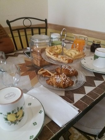 Martano, İtalya: Colazione con dolci fatti in casa