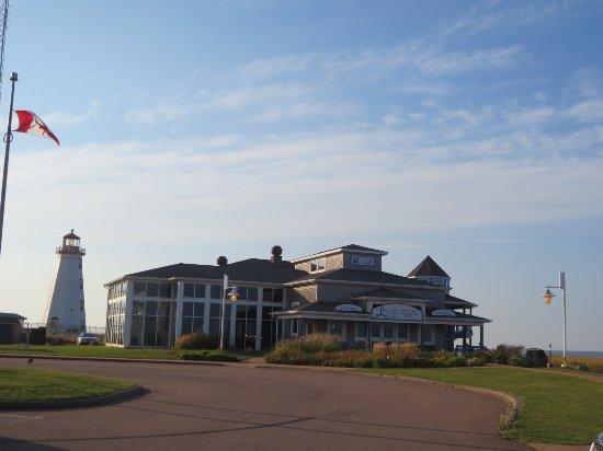 Tignish, Canada: Le restaurant et le phare...