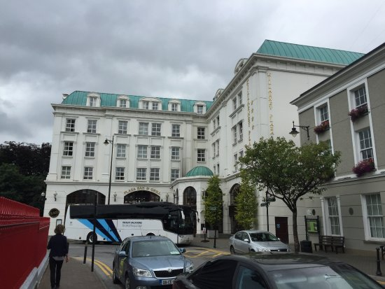 Killarney Plaza Hotel and Spa: View from street.