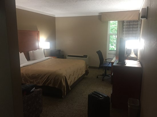 Wickliffe, OH: The room I was in, nice bed