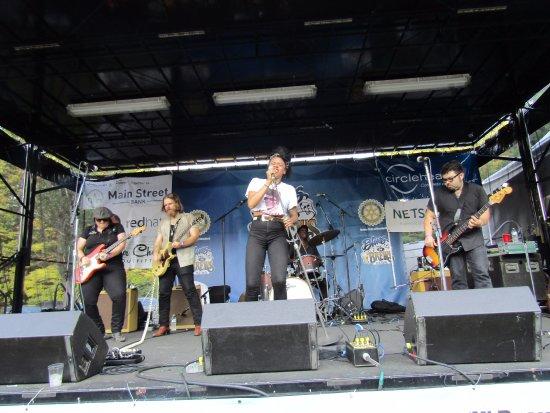 เวสต์ฟอร์ด, แมสซาชูเซตส์: Nikki Hill Band
