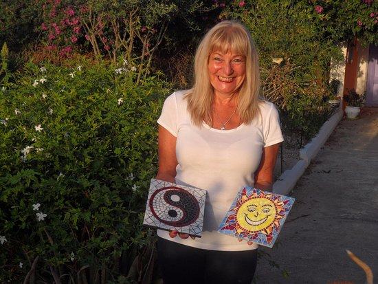 Tara Casa: Sue enjoyed mosaic making so much, she made two...