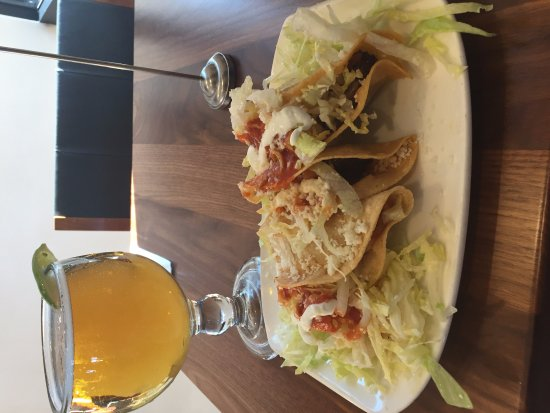 Westlake Village, CA: Hard shell tacos and beer