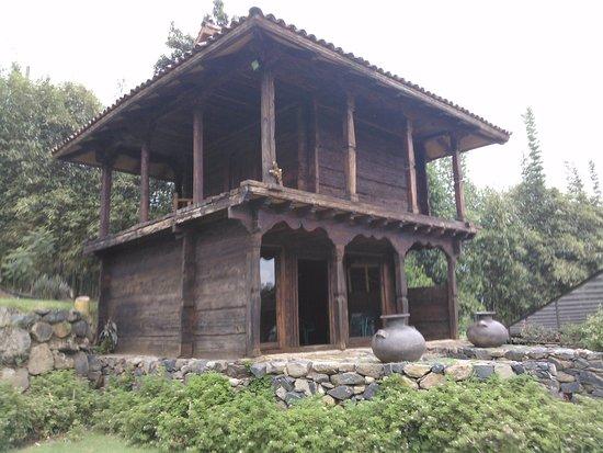 Hacienda Ucazanaztacua: An old Troje can be found on the walk