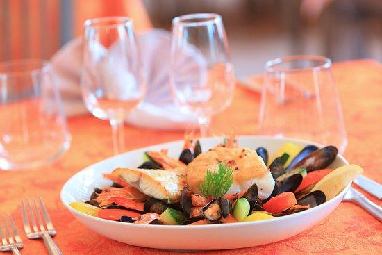 Escalles, Francia: Salle de Restaurant - Pot au Feu du Pêcheur