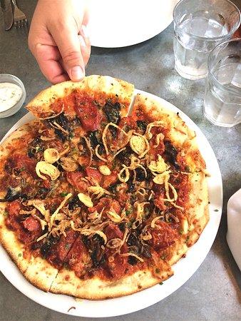 Simcoe, Canada: Peperoni + mushroom pizza