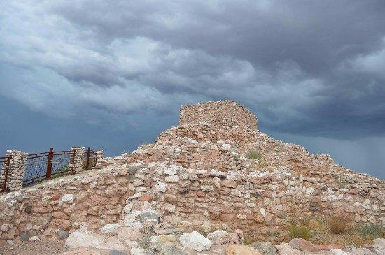 คลาร์คเดล, อาริโซน่า: Tuzigoot and the approaching t-storm.