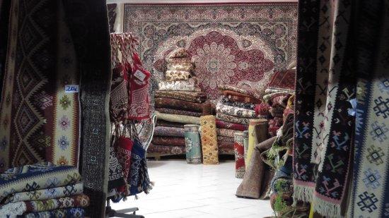 Isidoros Manolakis Hand Knotted Carpets & Kelims