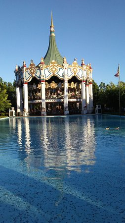 Six Flags Great America: historic carousel