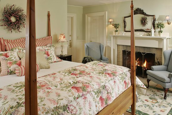 Inn at Jackson: Victorian Room #3-The Robert Frost Room