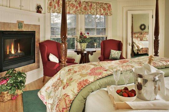 Jackson, NH: Victorian Room #2- The Josiah Bartlett Room