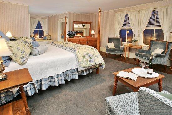 Jackson, NH: Victorian Room #5- The Daniel Webster Room
