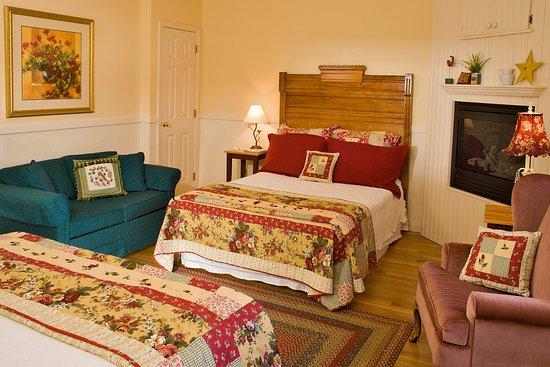 Jackson, NH: Victorian room #8- The Joe Dodge Room