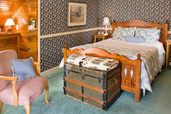 Jackson, NH: Mountain Lodge Room #14- The William Whipple Room