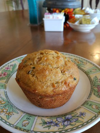 Clifton Forge, VA: Splendid cappuccino and muffins! Come to see this tiny bakery where muffins warm your heart and