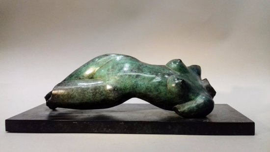 Montrouge, Prancis: Eve couchée, bronze patine verte nuancée, G.Werle.(disponible)