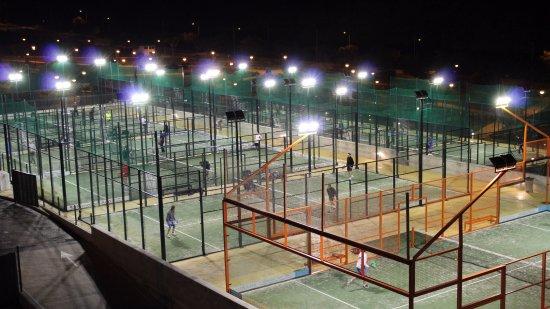 Centro deportivo las mesas estepona spanien omd men for Pistas de padel malaga