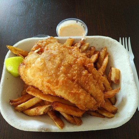 Providence Bay, Canadá: Perfect ratio of light crispy batter to fresh local fish...not your run of the mill greasy fish