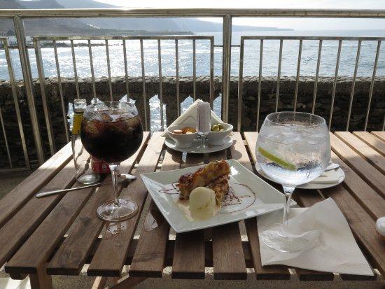Moya, Spain: Sientate a disfrutar de la tarde con el ruido de las olas debajo...