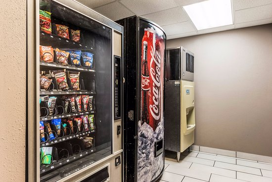 Quality Inn & Suites - Round Rock: Vending Machine and Ice Machine