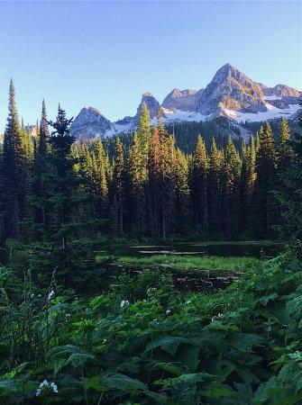 Fernie, Canadá: Evening hikes around Island Lake