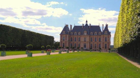 Sceaux, France: Le château face avant